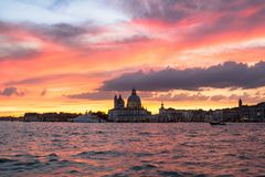 Χαιρετισμός della της Σάντα Μαρία βασιλικών στο ηλιοβασίλεμα, Βενετία Στοκ Εικόνες