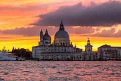 Χαιρετισμός della της Σάντα Μαρία βασιλικών στο ηλιοβασίλεμα, Βενετία Στοκ εικόνα με δικαίωμα ελεύθερης χρήσης