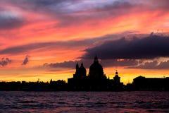 Χαιρετισμός della της Σάντα Μαρία βασιλικών στο ηλιοβασίλεμα, Βενετία Στοκ φωτογραφία με δικαίωμα ελεύθερης χρήσης