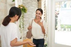 Χαιρετώντας νέος πελάτης στοκ φωτογραφίες με δικαίωμα ελεύθερης χρήσης