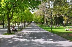 χαλάρωση ανθρώπων πάρκων Στοκ Φωτογραφίες