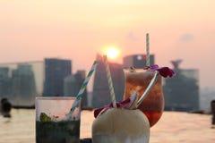 Χαλάρωση και αναζωογόνηση κατά τη διάρκεια του ηλιοβασιλέματος στοκ φωτογραφία με δικαίωμα ελεύθερης χρήσης