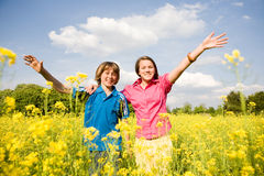 χαλάρωση κοριτσιών αγορ&iota Στοκ εικόνα με δικαίωμα ελεύθερης χρήσης
