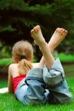 χαλάρωση κοριτσιών Στοκ Φωτογραφίες
