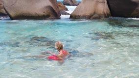 Χαλάρωση στην πισίνα απόθεμα βίντεο