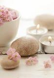 Χαλίκια και κεριά Στοκ φωτογραφία με δικαίωμα ελεύθερης χρήσης