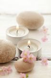 Χαλίκια και κεριά Στοκ Εικόνες