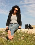χαλαρώνοντας γυναίκα Στοκ εικόνα με δικαίωμα ελεύθερης χρήσης