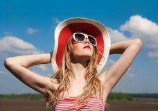 χαλαρώνοντας καλοκαίρι κοριτσιών Στοκ εικόνα με δικαίωμα ελεύθερης χρήσης