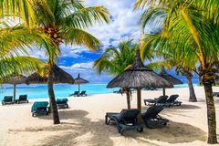 Χαλαρώνοντας τις τροπικές διακοπές στον εξωτικό παράδεισο - νησί του Μαυρίκιου στοκ εικόνες