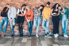 Χαλασμένος υπερβολικός καταναλωτισμός millennials στοκ εικόνα