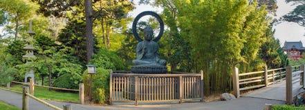 χαλκού του Βούδα κήπων πα&n Στοκ Φωτογραφίες