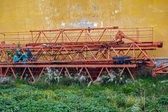 Χαμένος αποσυντεθειμένος ξεχασμένος γερανός στην περιοχή στοκ εικόνες