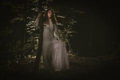 Χαμένο κορίτσι στο δάσος Στοκ εικόνα με δικαίωμα ελεύθερης χρήσης