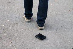 Χαμένο πορτοφόλι στο πεζοδρόμιο Στοκ φωτογραφία με δικαίωμα ελεύθερης χρήσης