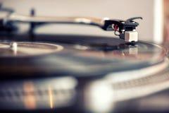 Χαμηλή άποψη γωνίας μιας βελόνας σε ένα gramophone αρχείο Στοκ Εικόνες