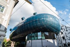 Χαμηλή άποψη γωνίας Kunsthaus στο Γκραζ Στοκ φωτογραφία με δικαίωμα ελεύθερης χρήσης