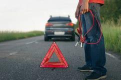 Χαμηλή δαπάνη μπαταριών αυτοκινήτων στοκ εικόνες