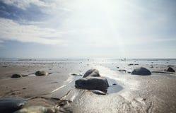 Χαμηλή παραλία παλίρροιας στην Ουαλία στο καλοκαίρι στοκ εικόνα