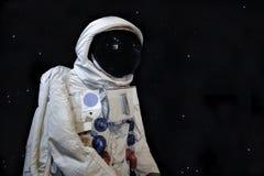 Χαμηλοί πυροβολισμός γωνίας Astronaunt και υπόβαθρο αστεριών στοκ φωτογραφία με δικαίωμα ελεύθερης χρήσης