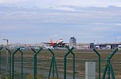 Χαμηλός πετώντας επιβάτης αεροπλάνου Στοκ εικόνες με δικαίωμα ελεύθερης χρήσης