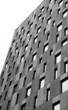 Χαμηλός πυροβολισμός γωνίας στο γιγαντιαίο μέρος 2 οικοδόμησης Στοκ εικόνα με δικαίωμα ελεύθερης χρήσης
