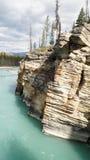Χαμηλότερος ποταμός στις πτώσεις Athabasca στο εθνικό πάρκο ιασπίδων, Καναδάς στοκ εικόνα