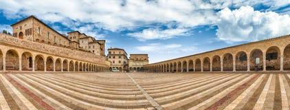 Χαμηλότερο plaza της βασιλικής Αγίου Francis, Assisi, Ιταλία Στοκ Φωτογραφία