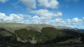 Χαμηλά σύννεφα πέρα από το βουνό Kazila, Sichuan Στοκ εικόνα με δικαίωμα ελεύθερης χρήσης