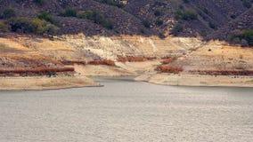 Χαμηλές στάθμες ύδατος στη λίμνη Cachuma λόγω αυστηρής Καλιφόρνιας Drough στοκ εικόνες