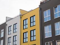 Χαμηλές σύγχρονες πολυκατοικίες ανόδου Στοκ φωτογραφία με δικαίωμα ελεύθερης χρήσης