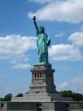 Χαμηλή άποψη γωνίας ενός αγάλματος, άγαλμα της ελευθερίας, Στοκ εικόνες με δικαίωμα ελεύθερης χρήσης