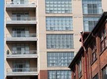 Χαμηλή άποψη γωνίας μιας πολυκατοικίας, Τορόντο, Οντάριο, Canad Στοκ φωτογραφία με δικαίωμα ελεύθερης χρήσης