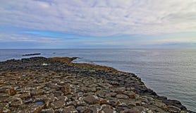 Χαμηλή παλίρροια ξημερωμάτων υπερυψωμένων μονοπατιών γιγάντων Στοκ φωτογραφίες με δικαίωμα ελεύθερης χρήσης