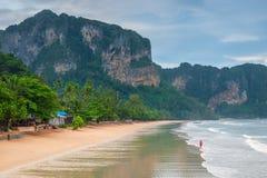 Χαμηλή παλίρροια στην παραλία του AO Nang, Krabi Στοκ εικόνα με δικαίωμα ελεύθερης χρήσης