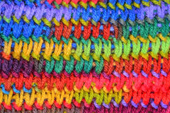 Χαμηλωμένο ζωηρόχρωμο πλέκοντας υπόβαθρο βελονιών Στοκ Εικόνα