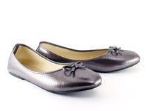 Χαμηλός-βαλμένα τακούνια παπούτσια για τις γυναίκες Στοκ φωτογραφία με δικαίωμα ελεύθερης χρήσης
