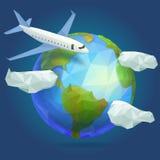 Χαμηλός πολυ πλανήτης Γη, αεροπλάνο στον ουρανό με τα σύννεφα Στοκ Εικόνες