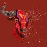 Χαμηλό κεφάλι ταύρων πολυγώνων κόκκινο με το γεωμετρικό διάνυσμα σχεδίων illustr Στοκ Φωτογραφίες