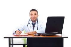Χαμογελώντας άτομο γιατρών στην αρχή στοκ φωτογραφία