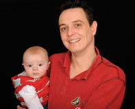 χαμογελώντας γιος πατέρ&o Στοκ Εικόνα
