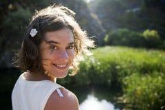 χαμογελώντας γυναίκα π&omicron στοκ εικόνα