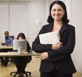 Χαμογελώντας γυναίκα σταδιοδρομίας Στοκ εικόνα με δικαίωμα ελεύθερης χρήσης