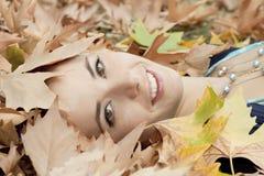 χαμογελώντας γυναίκα φθ Στοκ φωτογραφία με δικαίωμα ελεύθερης χρήσης