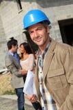 Χαμογελώντας επιχειρηματίας κατασκευής Στοκ εικόνα με δικαίωμα ελεύθερης χρήσης