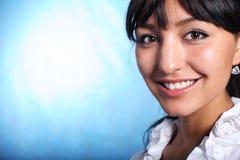 χαμογελώντας εργαζόμενος γραφείων Στοκ εικόνες με δικαίωμα ελεύθερης χρήσης