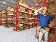 χαμογελώντας εργαζόμεν&om Στοκ φωτογραφία με δικαίωμα ελεύθερης χρήσης