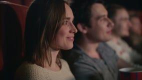 Χαμογελώντας κινηματογράφος προσοχής γυναικών Ρομαντική ταινία κωμωδίας ρολογιών ζευγών φιλμ μικρού μήκους