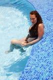 χαμογελώντας κολυμπώντ&alp στοκ φωτογραφίες με δικαίωμα ελεύθερης χρήσης