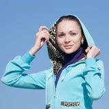 Χαμογελώντας κορίτσι στην κουκούλα Στοκ φωτογραφίες με δικαίωμα ελεύθερης χρήσης